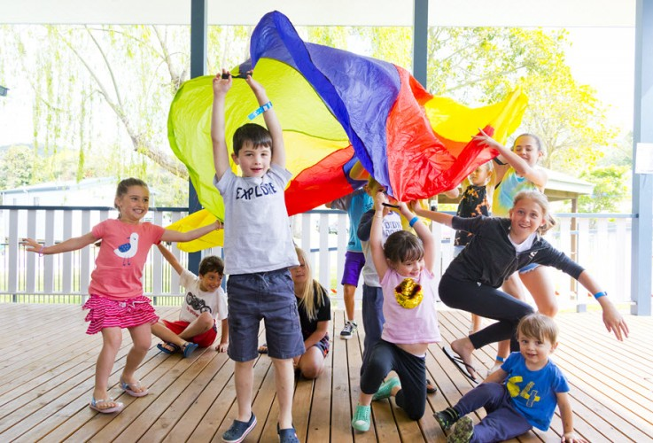 BIG4 Easts Beach Krazy Kidz Club Parachute Game 900px Oct 2019 07