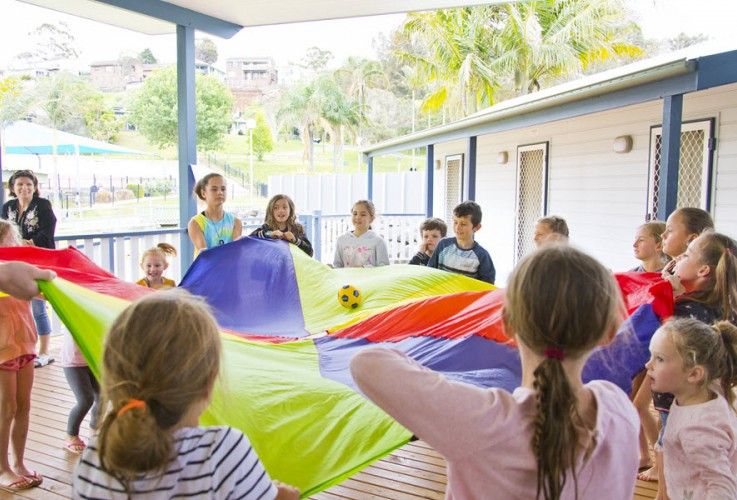 BIG4 Easts Beach Krazy Kidz Club Parachute Game 900px Oct 2019 17